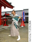 Купить «Самурай-актёр на входе в Деревню Самураев. Япония,Хоккайдо, г.Ноборибецу», фото № 1014364, снято 28 июля 2009 г. (c) RedTC / Фотобанк Лори