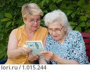 Купить «Женщины со сберкнижкой», фото № 1015244, снято 26 июля 2009 г. (c) Николай Коржов / Фотобанк Лори