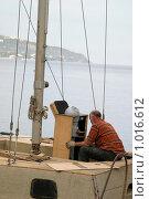 Купить «Крым, Ялта, ремонт морского судна», эксклюзивное фото № 1016612, снято 12 мая 2005 г. (c) Дмитрий Неумоин / Фотобанк Лори