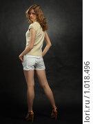 Купить «Блондинка на сером фоне», фото № 1018496, снято 20 апреля 2009 г. (c) Losevsky Pavel / Фотобанк Лори