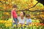 Мама с детьми в цветущем саду, фото № 1019116, снято 10 мая 2009 г. (c) Losevsky Pavel / Фотобанк Лори