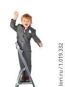 Купить «Мальчик на стремянке», фото № 1019332, снято 9 марта 2009 г. (c) Losevsky Pavel / Фотобанк Лори