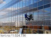 Купить «Мойщик окон», фото № 1024736, снято 21 октября 2008 г. (c) Estet / Фотобанк Лори