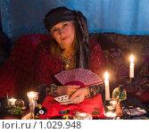 Купить «Гадалка», фото № 1029948, снято 11 августа 2009 г. (c) Кристина Викулова / Фотобанк Лори