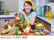 Купить «Овощи на зиму», фото № 1031460, снято 12 августа 2009 г. (c) Кристина Викулова / Фотобанк Лори