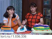Купить «Мать учит дочь гладить», фото № 1036336, снято 14 августа 2009 г. (c) Кристина Викулова / Фотобанк Лори