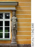 Купить «Окно и скульптура», фото № 1042640, снято 16 августа 2009 г. (c) Александр Давыдов / Фотобанк Лори