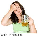 Купить «Женщина с кружкой пива», фото № 1048488, снято 11 июля 2009 г. (c) паша семенов / Фотобанк Лори