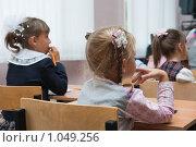Купить «Дети в школе на уроке», фото № 1049256, снято 20 августа 2009 г. (c) Оксана Гильман / Фотобанк Лори