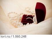 Купить «Обручальные кольца», фото № 1060248, снято 8 августа 2009 г. (c) Фадеева Марина / Фотобанк Лори