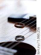 Купить «Обручальные кольца», фото № 1060256, снято 8 августа 2009 г. (c) Фадеева Марина / Фотобанк Лори