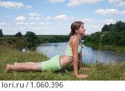 Купить «Девушка занимается гимнастикой», фото № 1060396, снято 19 июля 2009 г. (c) Яков Филимонов / Фотобанк Лори