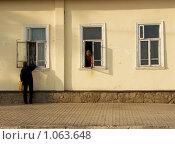 Городская сценка на улице в Елабуге (2009 год). Редакционное фото, фотограф Мальцева Наталья / Фотобанк Лори