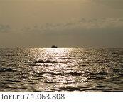 Купить «Солнечная дорожка», фото № 1063808, снято 19 июля 2009 г. (c) Хорольская Екатерина / Фотобанк Лори
