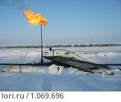 Купить «Газовый факел», фото № 1069696, снято 8 февраля 2008 г. (c) Булат Каримов / Фотобанк Лори