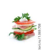 Купить «Бутерброд - сандвич с ветчиной и свежими овощами», фото № 1069708, снято 4 сентября 2009 г. (c) Оксана Белая / Фотобанк Лори