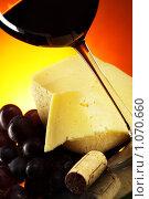 Купить «Виноград, сыр и вино», фото № 1070660, снято 2 сентября 2009 г. (c) Роман Сигаев / Фотобанк Лори