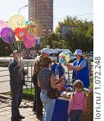 Купить «Торговля воздушными шарами», эксклюзивное фото № 1072248, снято 5 сентября 2009 г. (c) Николай Коржов / Фотобанк Лори