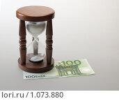 Купить «Время -деньги», фото № 1073880, снято 14 мая 2009 г. (c) Соловьев Владимир Александрович / Фотобанк Лори