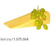 Купить «Сыр и виноград на белом фоне», фото № 1075064, снято 29 августа 2009 г. (c) Татьяна Федулова / Фотобанк Лори