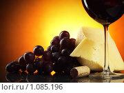 Купить «Натюрморт с красным вином», фото № 1085196, снято 2 сентября 2009 г. (c) Роман Сигаев / Фотобанк Лори