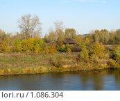 Купить «Домик у реки», фото № 1086304, снято 3 октября 2008 г. (c) Арапова Ольга / Фотобанк Лори