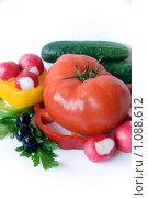 Купить «Свежие овощи на белом фоне», фото № 1088612, снято 12 сентября 2009 г. (c) Светлана Кудрина / Фотобанк Лори