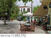 Кафе на площади в греческой деревне (2007 год). Редакционное фото, фотограф Мальцева Наталья / Фотобанк Лори