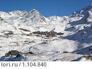 Купить «Вид сверху на городок в Альпах», фото № 1104840, снято 9 января 2009 г. (c) Сергей Шумаков / Фотобанк Лори