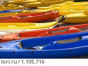 Разноцветные каноэ. Стоковое фото, фотограф Хижняк Екатерина / Фотобанк Лори