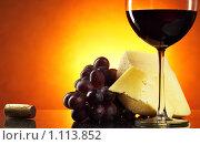 Купить «Натюрморт с красным вином», фото № 1113852, снято 2 сентября 2009 г. (c) Роман Сигаев / Фотобанк Лори