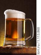 Купить «Кружка пива на темном фоне», фото № 1113860, снято 16 сентября 2009 г. (c) Роман Сигаев / Фотобанк Лори