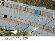 Купить «Гаражи из гофрированного металла, вид с высоты птичьего полёта», фото № 1115120, снято 26 сентября 2009 г. (c) Erudit / Фотобанк Лори