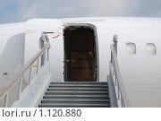 Купить «Вход в самолет Ту-154 VIP», эксклюзивное фото № 1120880, снято 19 августа 2009 г. (c) Алёшина Оксана / Фотобанк Лори