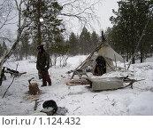 Купить «Север. Чум и его житель в Заполярной тундре.», фото № 1124432, снято 7 марта 2005 г. (c) Елена Ильина / Фотобанк Лори