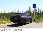 Купить «Одинокий Порше Кайен (Porshe Cayenne) без задних колёс стоит на придорожной стоянке в Ханты-Мансийском автономном округе», эксклюзивное фото № 1128788, снято 27 июня 2009 г. (c) Григорий Писоцкий / Фотобанк Лори