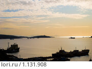 Купить «Владивосток.Суда на рейде.», фото № 1131908, снято 4 октября 2009 г. (c) Владимир Шеховцев / Фотобанк Лори