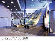 Купить «Интерьер с эскалаторами», фото № 1133260, снято 25 июня 2008 г. (c) Бабенко Денис Юрьевич / Фотобанк Лори