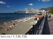 Купить «Пляж и набережная курорта Судак (Крым)», фото № 1136156, снято 27 сентября 2009 г. (c) Олег Титов / Фотобанк Лори