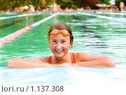 Купить «Девушка в бассейне», фото № 1137308, снято 21 октября 2019 г. (c) Алексей Хромушин / Фотобанк Лори