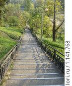 Лестница в осеннем парке. Стоковое фото, фотограф Юлия Липатова / Фотобанк Лори
