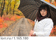 Купить «Девушка под зонтом в осеннем парке», фото № 1165180, снято 11 октября 2009 г. (c) Сергей Галушко / Фотобанк Лори