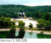 Шлюзы в момент сброса воды в г. Майкопе (2009 год). Стоковое фото, фотограф Степаненко Сабина / Фотобанк Лори