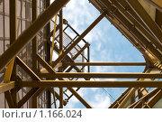 Купить «Небо сквозь строительную конструкцию», фото № 1166024, снято 28 мая 2018 г. (c) Абашева Татьяна Шамилевна / Фотобанк Лори