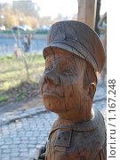 Купить «Деревянная скульптура. Человек в фуражке», фото № 1167248, снято 22 октября 2009 г. (c) Петроченко Мария Петровна / Фотобанк Лори