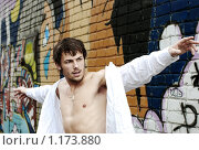 Купить «Молодой человек на фоне кирпичной стены с граффити», фото № 1173880, снято 17 октября 2009 г. (c) Paul Bee / Фотобанк Лори
