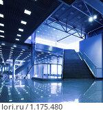 Купить «Лестница в торговом центре», фото № 1175480, снято 25 июня 2008 г. (c) Бабенко Денис Юрьевич / Фотобанк Лори