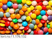 Разноцветные маленькие яркие конфеты. Стоковое фото, фотограф Александр Завгородний / Фотобанк Лори