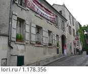Купить «Париж. Старый дом на Монмартре», фото № 1178356, снято 11 июня 2008 г. (c) Наталия Журавлёва / Фотобанк Лори