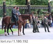 Купить «Конная милиция в Александровском саду», эксклюзивное фото № 1180192, снято 13 июня 2008 г. (c) lana1501 / Фотобанк Лори